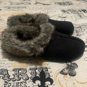 Black Dearfoam house slippers